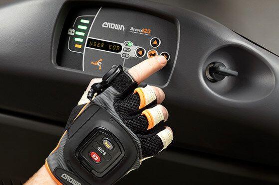 Умная перчатка от компании CROWN